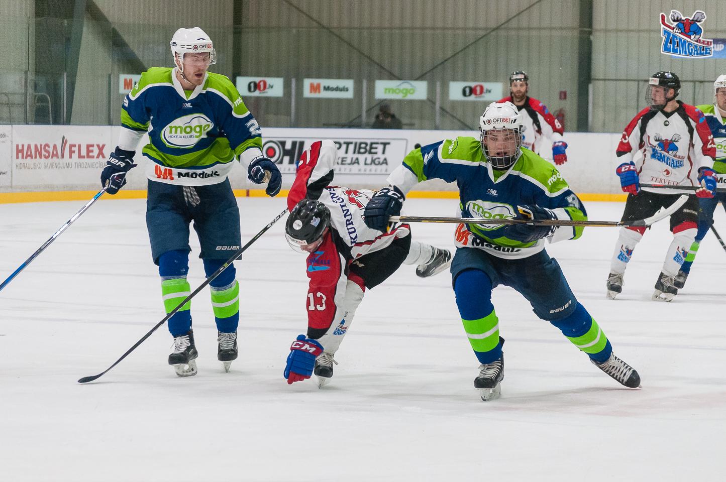 """Optibet hokeja līgas spēlē starp HK """"Mogo"""" un HK """"Zemgale/LLU"""" jelgavnieki zaudēja ledus saimniekiem ar rezultātu 0:4."""