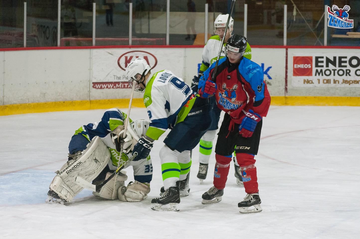 """Optibet hokeja līgas regulārā čempionāta spēlē 2017. gada 25. novembrī Jelgavas ledus hallē """"Zemgale/LLU"""" pieveic vienu no turnīra līderiem """"Mogo"""" ar rezultātu 3:1 (2:0; 0:0; 1:1)."""