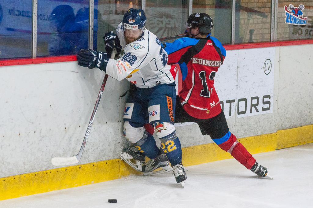 """Optibet hokeja līgas regulārā čempionāta spēle starp """"Zemgale/LLU"""" un """"Kurbads"""" Jelgavas ledus hallē 2018. gada 17. janvārī."""