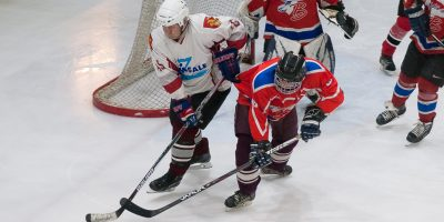 """ZAHL veterānu regulārā čempionāta spēle starp HK """"Zemgale"""" un HK """"Bokova Juniors"""" Jelgavas ledus hallē 2018. gada 27. janvārī."""