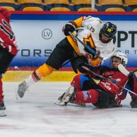 """Jaunatnes attīstības hokeja līgas spēle starp HK """"Zemgale/Juniors"""" un HK """"Dinaburga"""" Jelgavas ledus halle 2018. gada 28. oktobrī."""