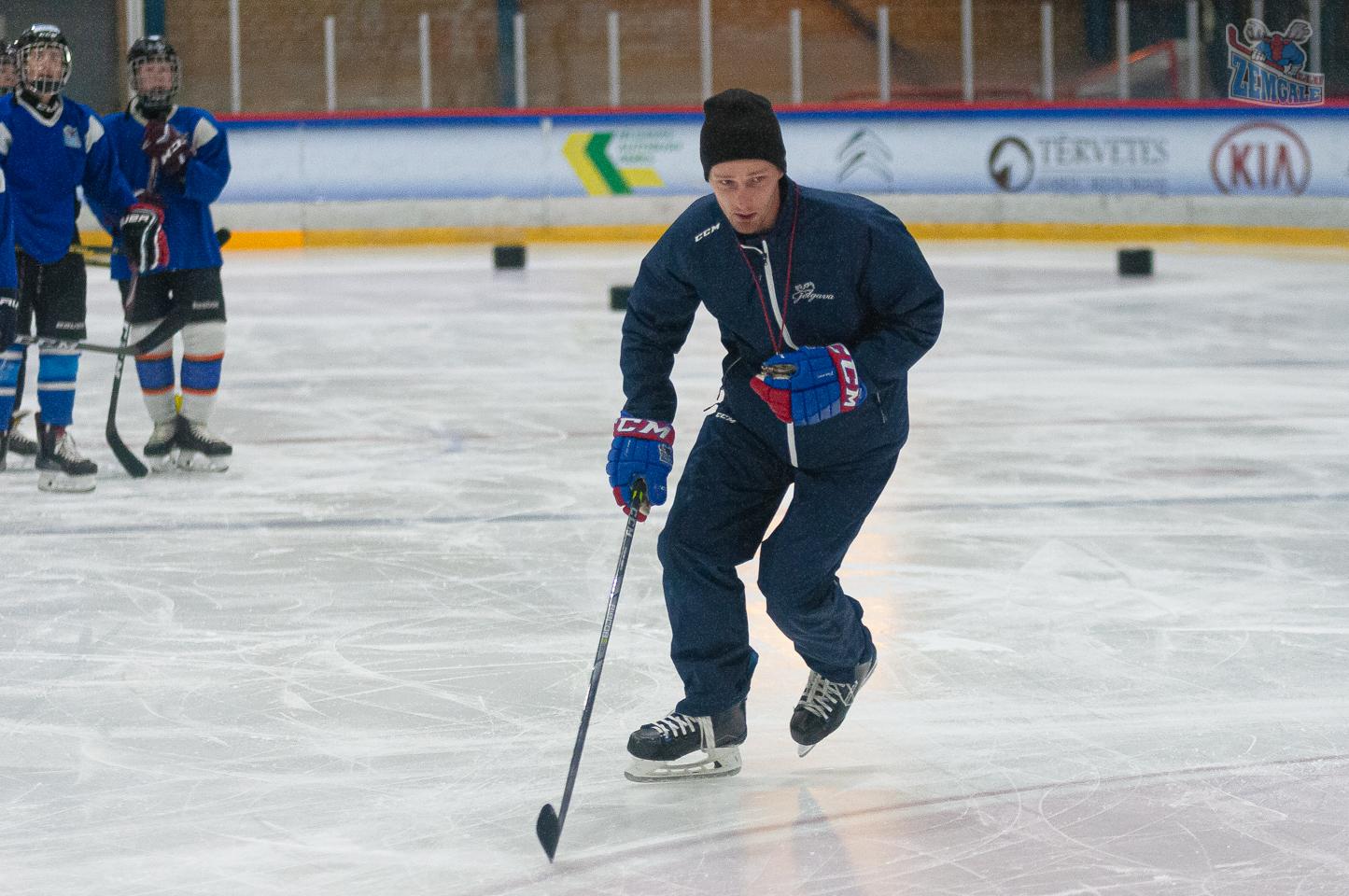 Jelgavas ledus sporta skolas U15 vecuma grupas audzēkņi aizvada treniņu Jelgavas ledus hallē Rihards Cimermanis