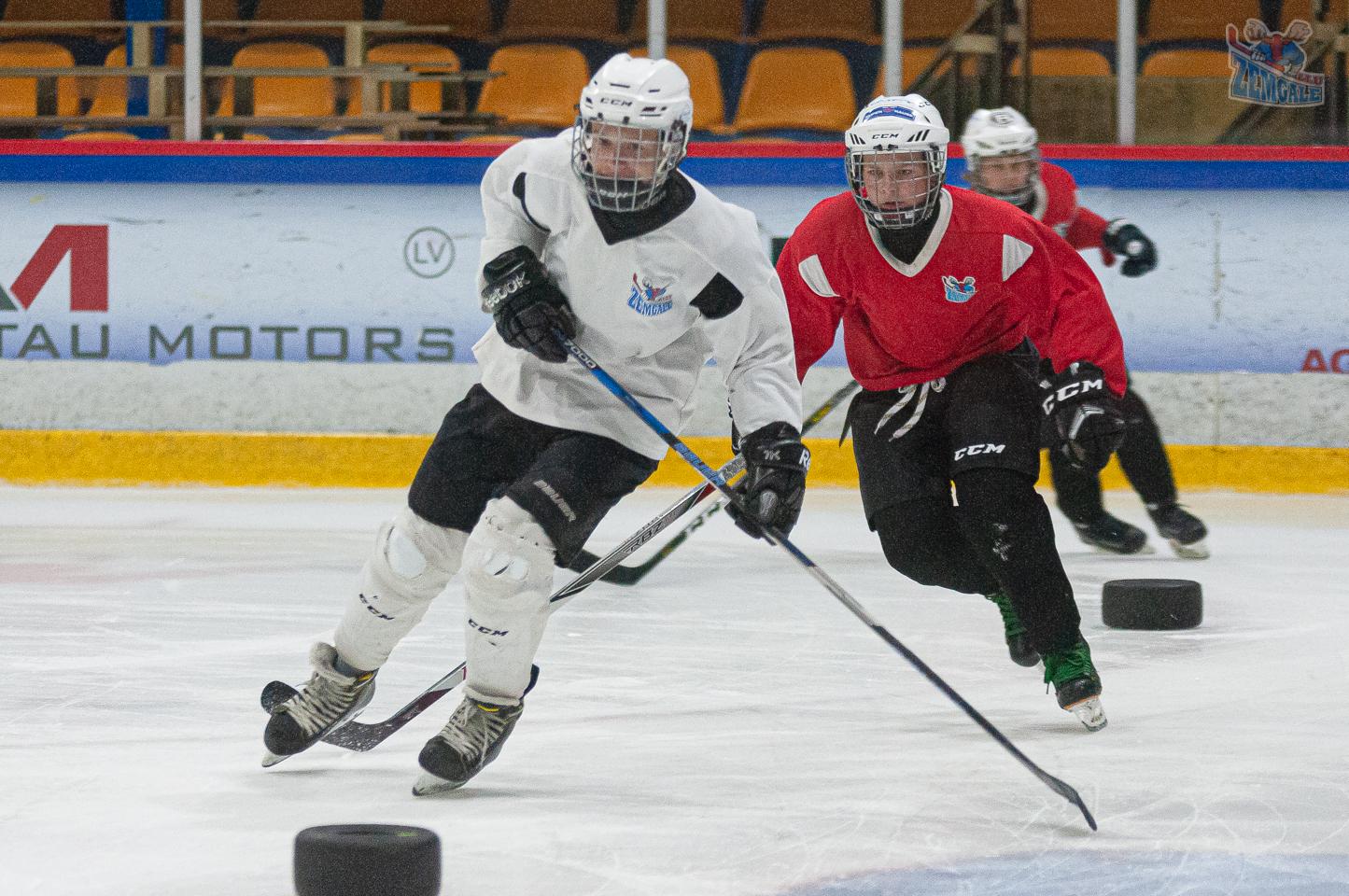 JLSS U15 izpilda uzdevumus uz ledus