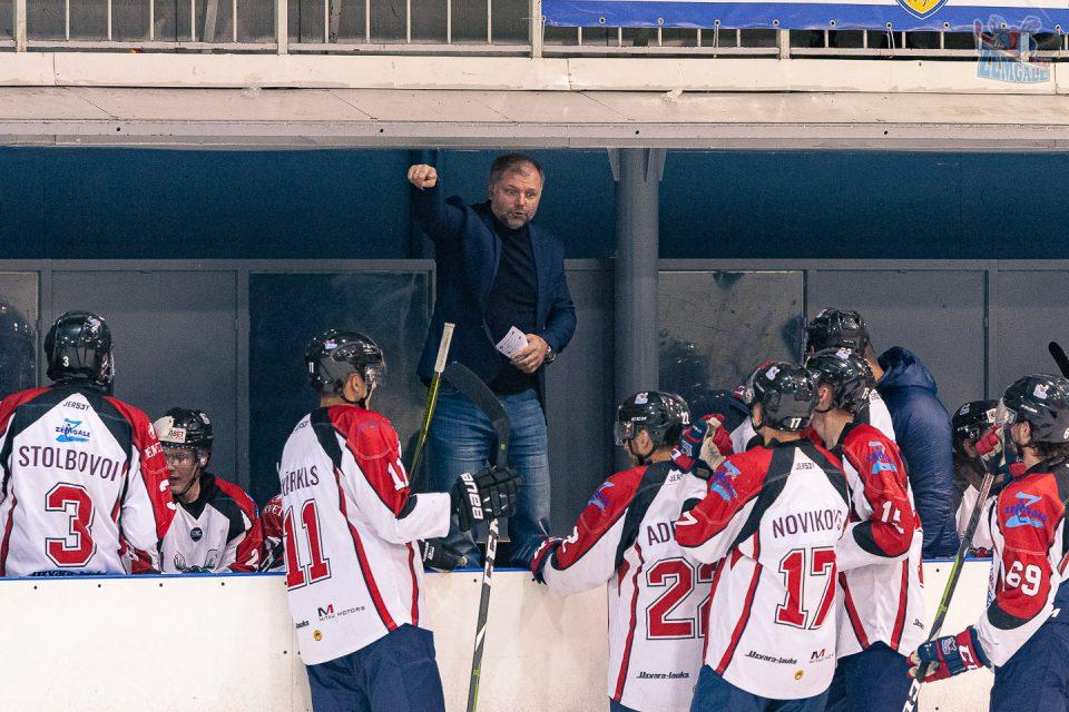HK Zemgale LLU galvenais treneris Valērijs Kuļibaba veic norādījumus komandai