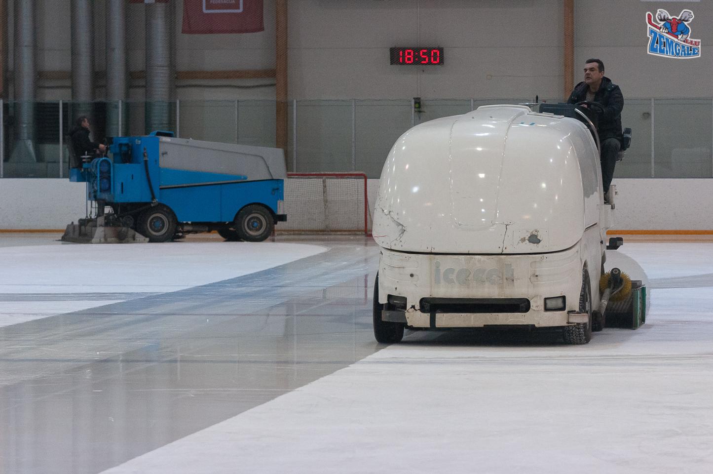 Ledus mašīnas Daugavpils ledus hallē