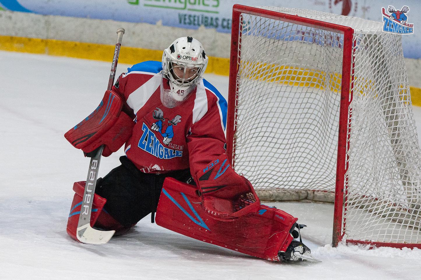 Hokeja vārtsargs vārtu priekšā