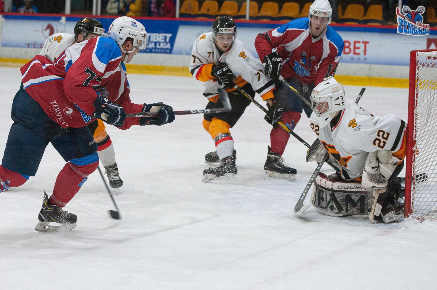 Hokejisti un vārtsargs