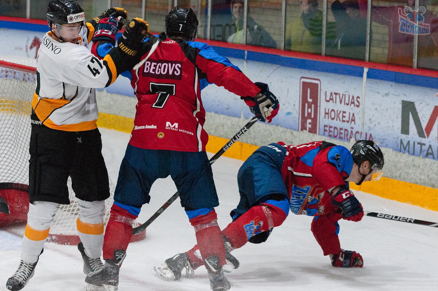 Rustams Begovs aizstāv Gati Spruktu no pretinieka