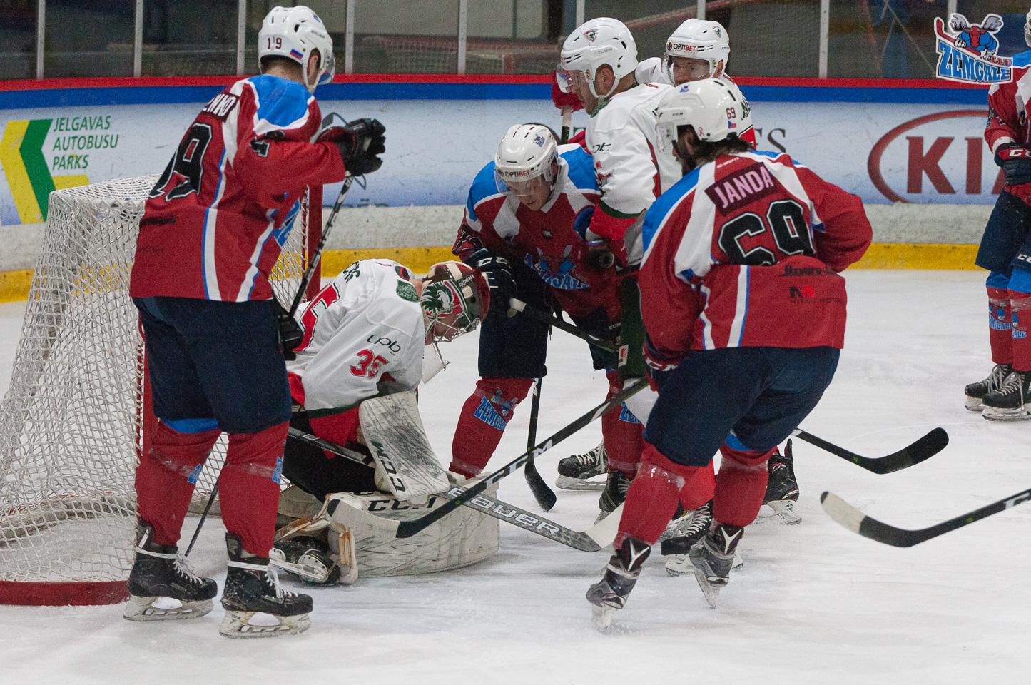"""Optibet hokeja līgas regulārā čempionāta spēle starp HK """"Zemgale/LLU"""" un HK """"Liepāja"""" Jelgavas ledus hallē 2019. gada 7. decembrī."""