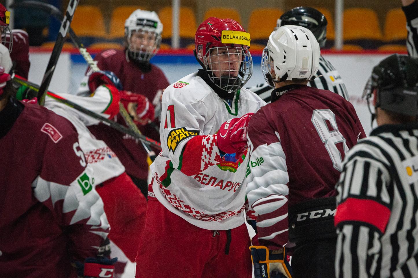 Trīs nāciju pārbaudes turnīra spēle starp Latvijas U-18 un Baltkrievijas U-18 valstsvienībā Jelgavas ledus hallē 2019. gada 14. decembrī. | Foto: Ruslans Antropovs / rusantro.com