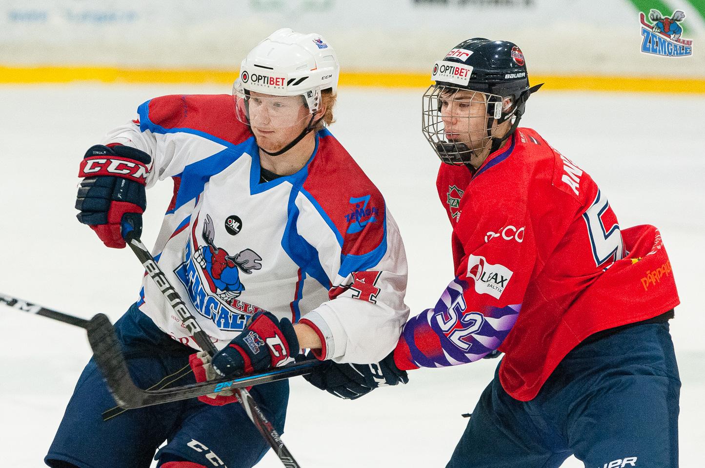 Divi hokejisti