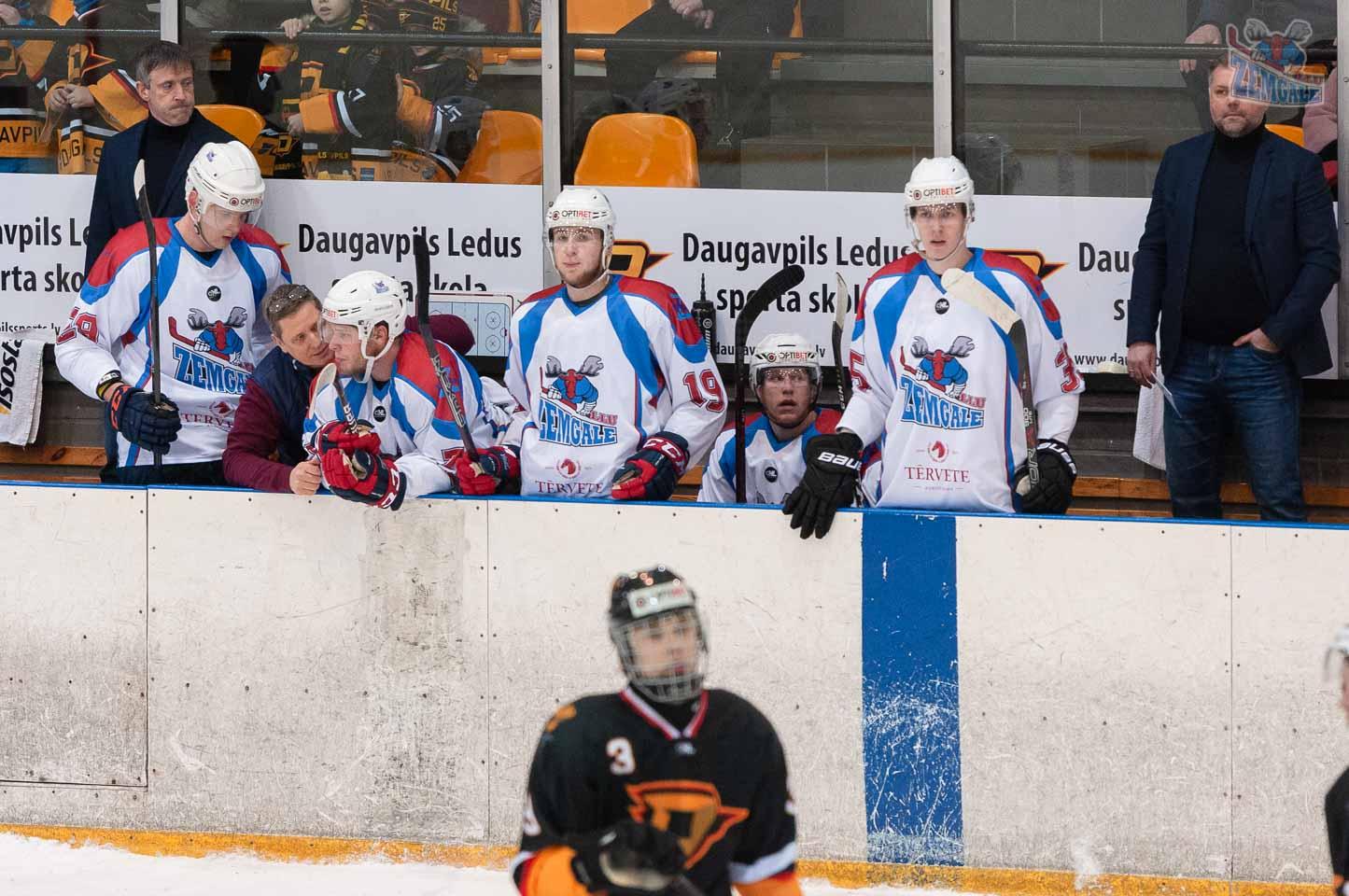 Hokeja komandas rezerves soliņš