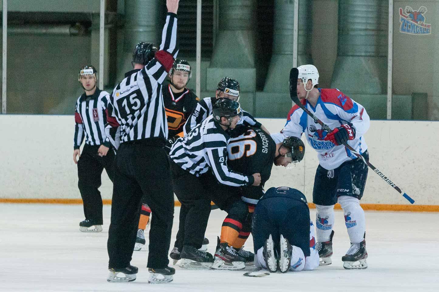 Tiesneši izšķir hokejistu kautiņu