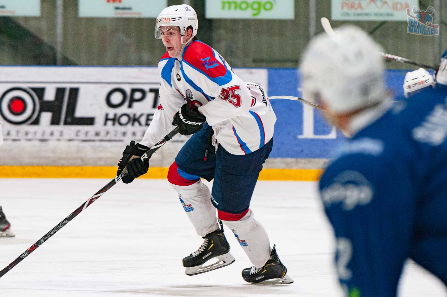 Hokeja aizsargs ar izkārtu no mutes mēli