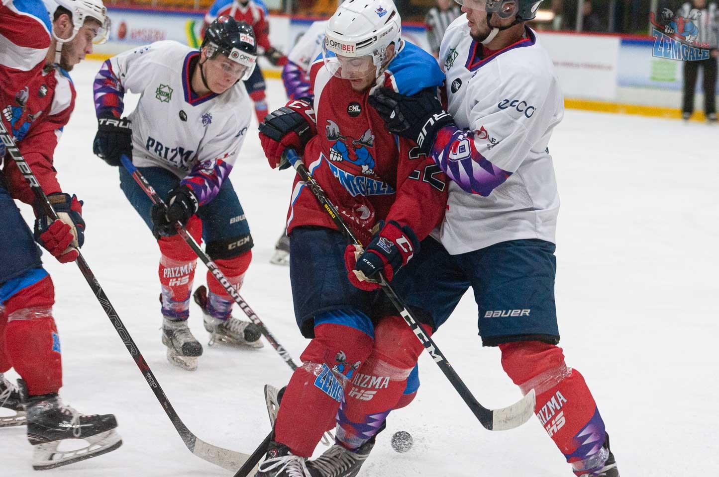 Hokejistu sadursme uz ledus